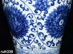 Chinese Ming Dynasty Blue and white Twine peony Floral pattern bottle