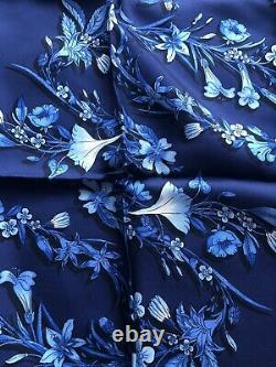 NWT Authentic Gucci Silk 100% Scarf Blue Floral Pattern 394545 Floral 70cmX70cm
